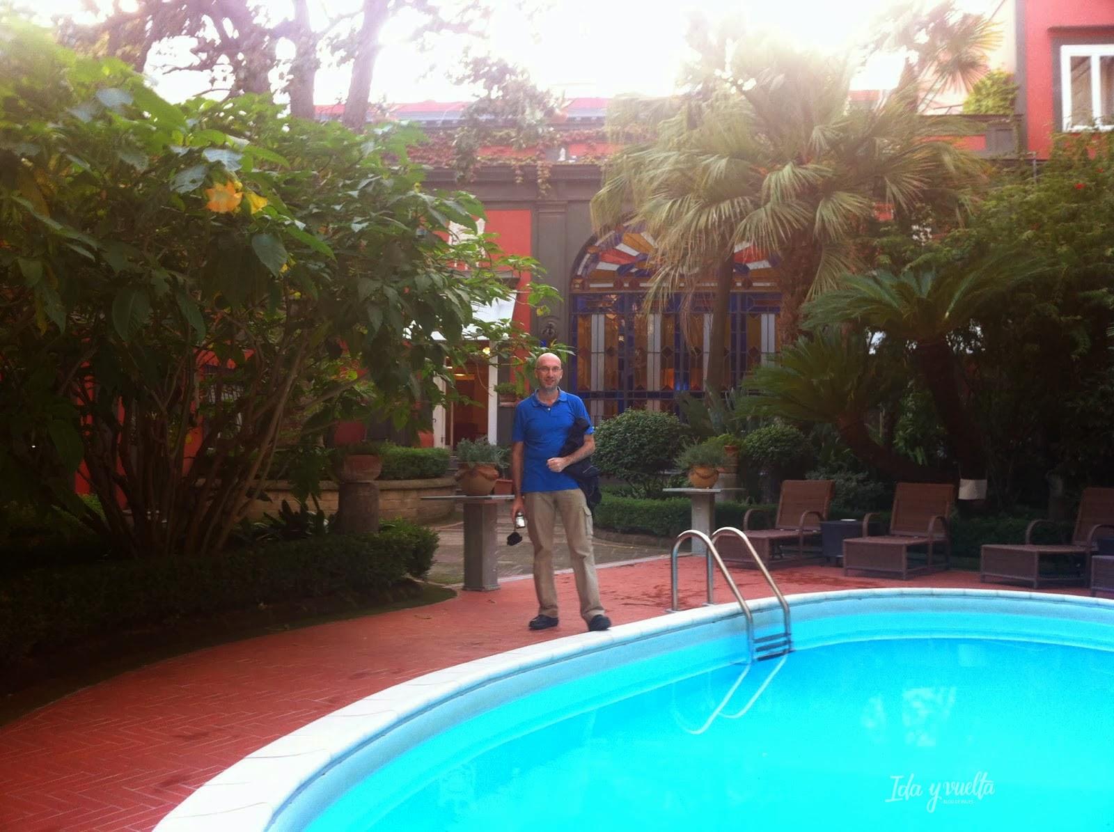 Jardín y piscina Hotel Costantinopoli 104