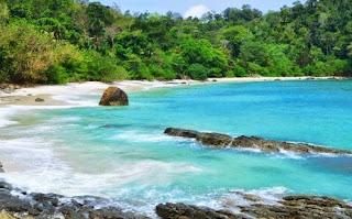 Gambar Pantai Hitam Putih Banyuwangi