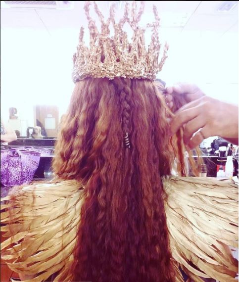 Kalesi (Juliana Silveira), A terra prometida, figurino, coroa e cabelo rainha
