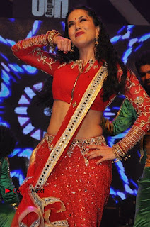 Bollywood Actress Model Sunny Leone Dance Performance in Red Half Saree at Rogue Audio Launch 13 March 2017  0063.jpg