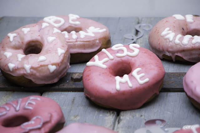 Ruf mich an, schreibe mir, willst du mit mir gehen? - Donut