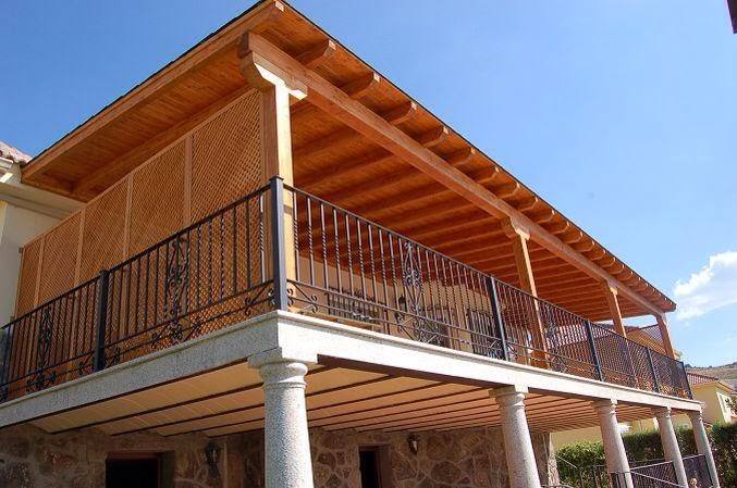 Techos de vigas de madera vigas de madera tarimas de for Techos de teja para terrazas