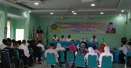 Kepala Kantor Kemenag Padang Lantik Afrizal Sebagai Kasi Penyelenggara Haji dan Umrah