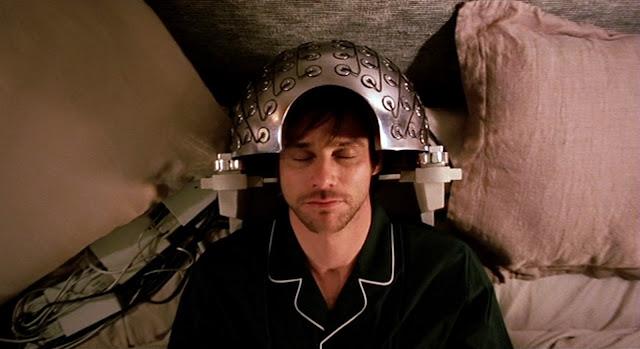 Jim Carrey dormido, mientras le borran los recuerdos