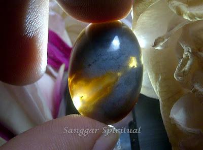 batu mustika hasil tarikan dari pantai utara pulau jawa yang dihuni oleh khodam wanita catik