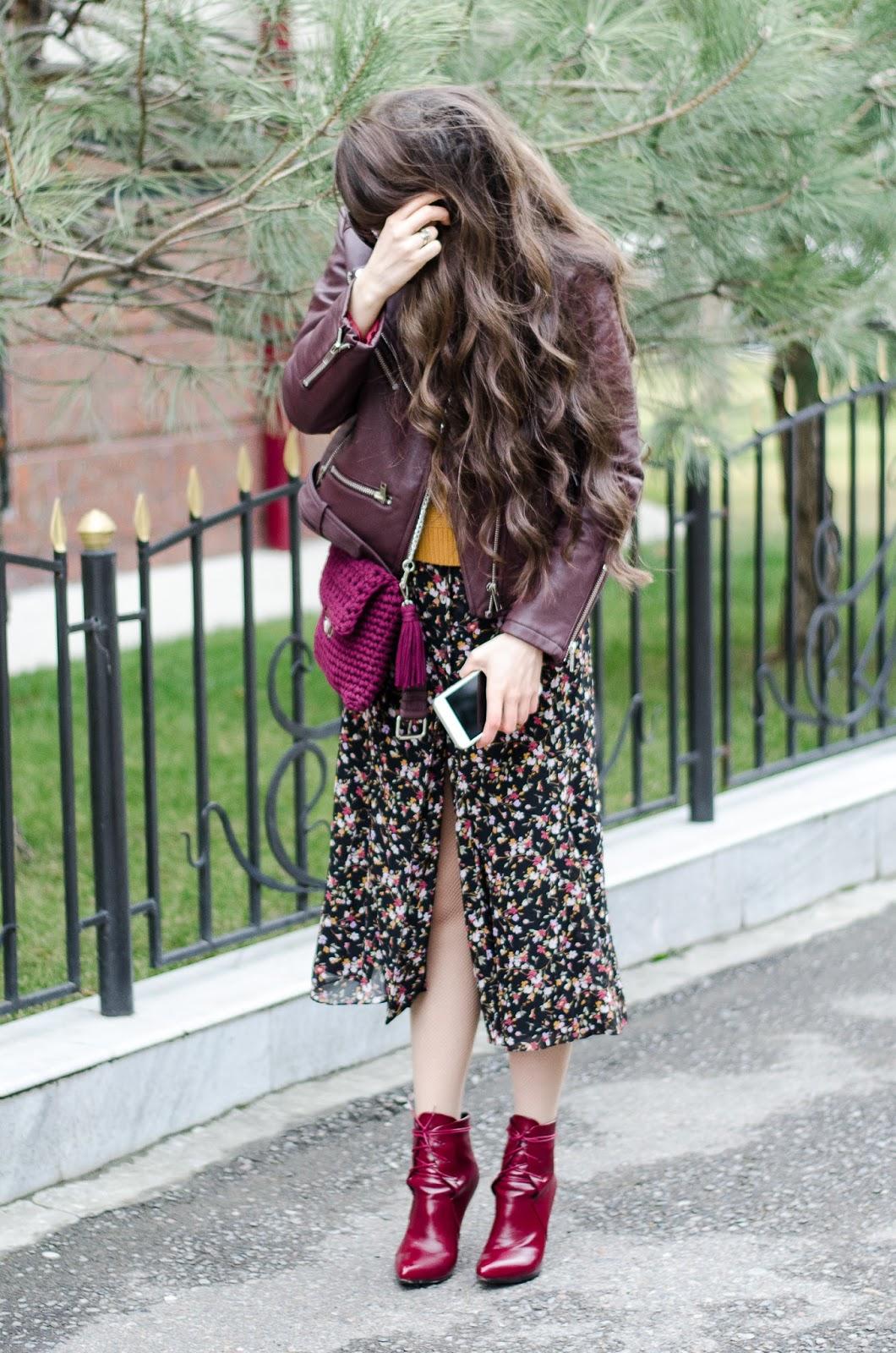 fashion blogger diyorasnotes vintage dress leather jacket crochet bag