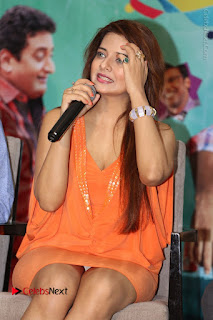 Actress Saloni Aswani Pos in Short Dress at Meelo Evaru Koteeswarudu Movie Interview  0131.JPG