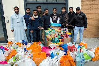 Subhanallah .. Komunitas Muslim Inggris Sumbang 10 Ton Makanan saat Natal - Commando
