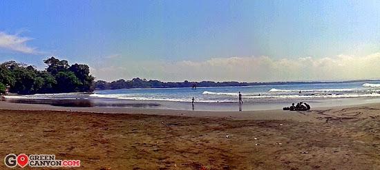 Pantai Batu Karas yang hening dan sepi