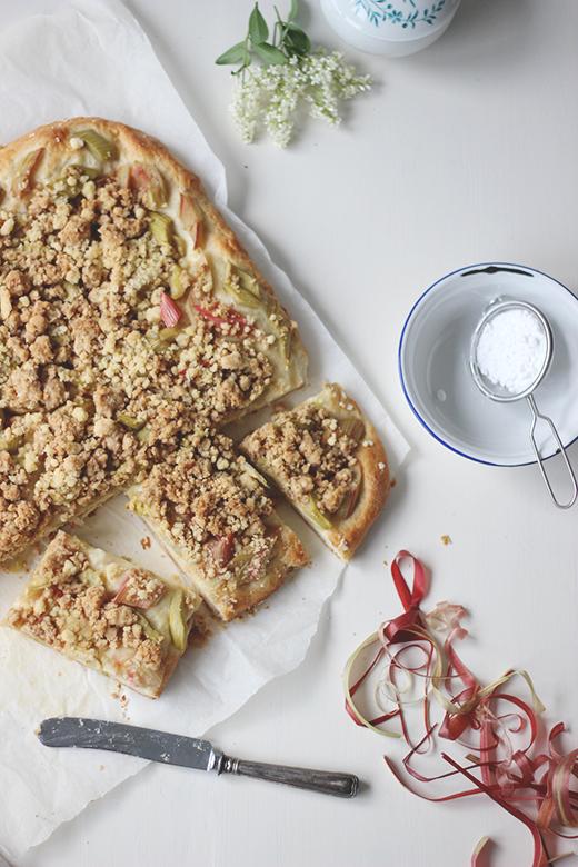 Rhabarber-Buttermilch-Blechkuchen mit Streuseln, Holunderweg18