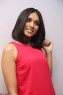 Spatika Surapaneni in Red Tight Dress at FBB Miss India 2017 finalists at Telangana auditions Feb 2017 (63).JPG