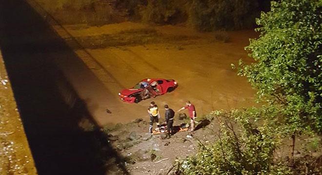 Diyarbakır Çarıklı'da otomobil dereye uçtu: 2 yaralı