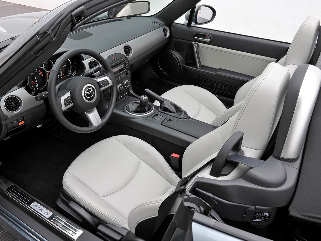 Mazda MX-5, Miata, Eunos Roadster, kultowy, legendarny, 日本車, スポーツカー, オープンカー, マツダ, trzecia generacja, NC, wnętrze