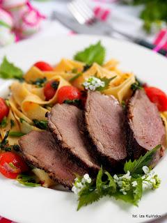pierś z gęsi na sałatce , gęsina , na świętego Marcina , gęś , gąska , dania z gęsi , najsmaczniejsze dania , domowe jedzenie , mięso , drób , czas na gęsinę , coś pysznego , najlepsze przepisy na domowe jedzenie