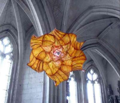 Flores gigantes de papel.