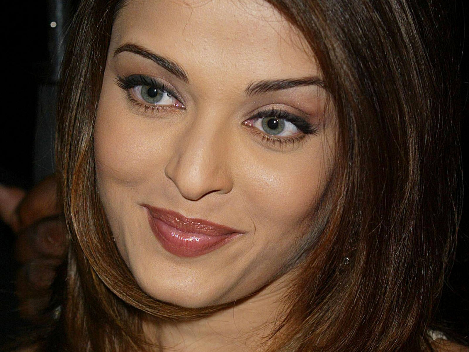 Bollywood: Aishwarya Rai HD Wallpapers 2011