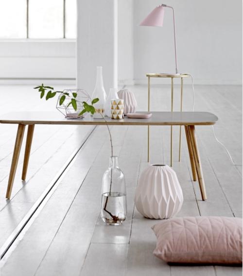 Blogpost von LEUCHTEND GRAU über einen Tisch, die Farbe Pastell, die Kultmarke Braun und ihren Chefdesigner Dieter Rams