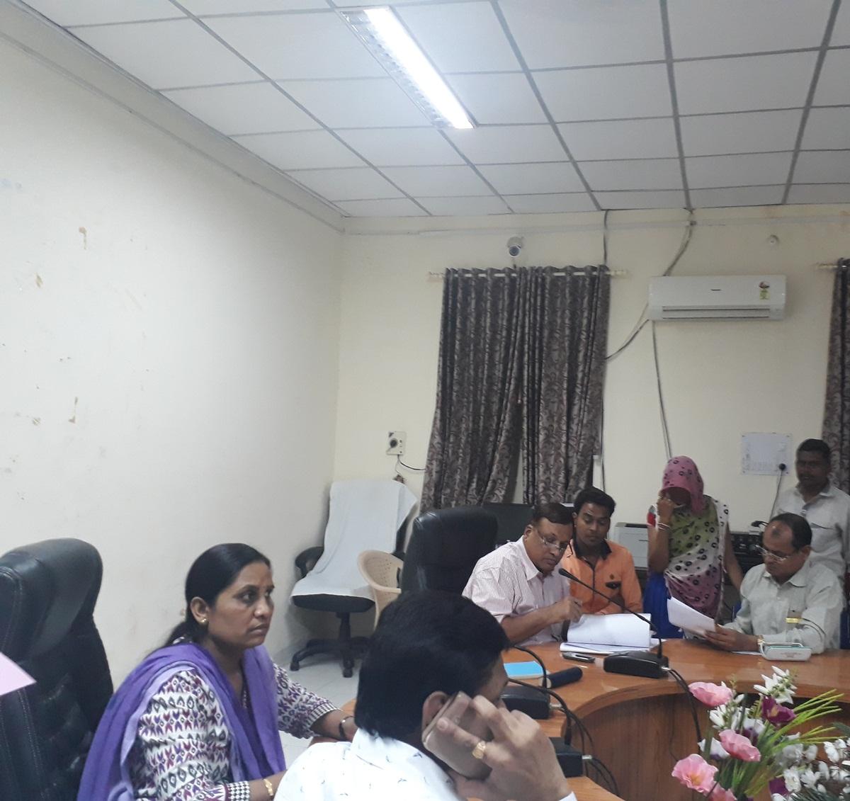 जनसुनवाई में सीईओ जिला पंचायत एवं एडीएम ने लिये आवेदन-Application-taken-in-jansunvai-CEO-District-Panchayat-and-ADM-jhabua