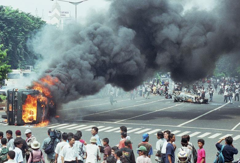 10+ Contoh Kasus Pelanggaran HAM di Indonesia Berat dan Ringan