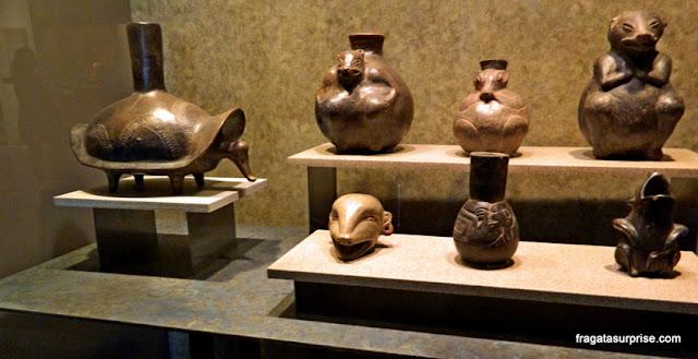 Utensílios em cerâmica da cultura de Tlatilco, no Museu Nacional de Antropologia do México