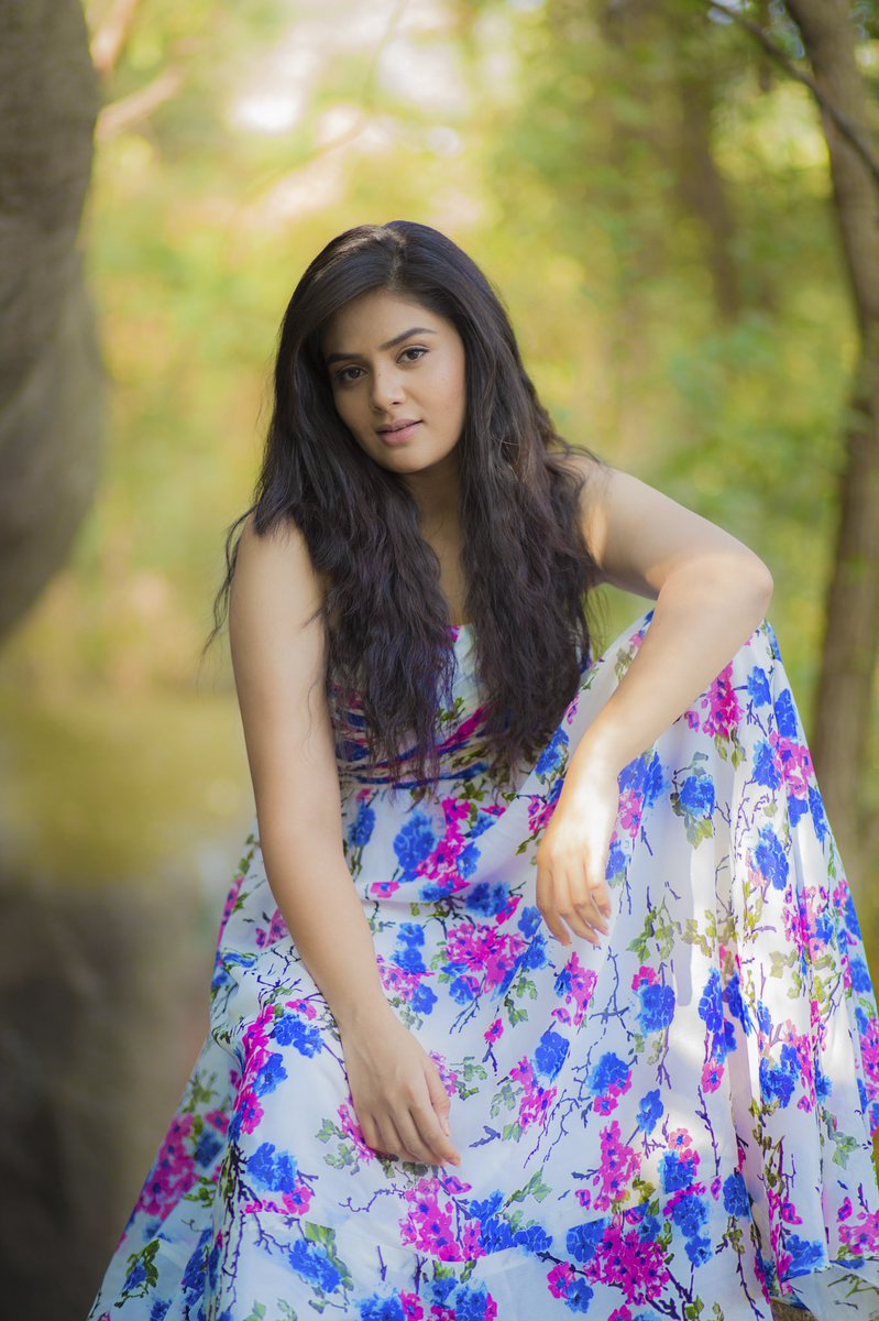 Actress Sreemukhi Latest HD Photos