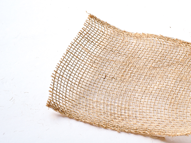 how to cut burlap and reduce fraying