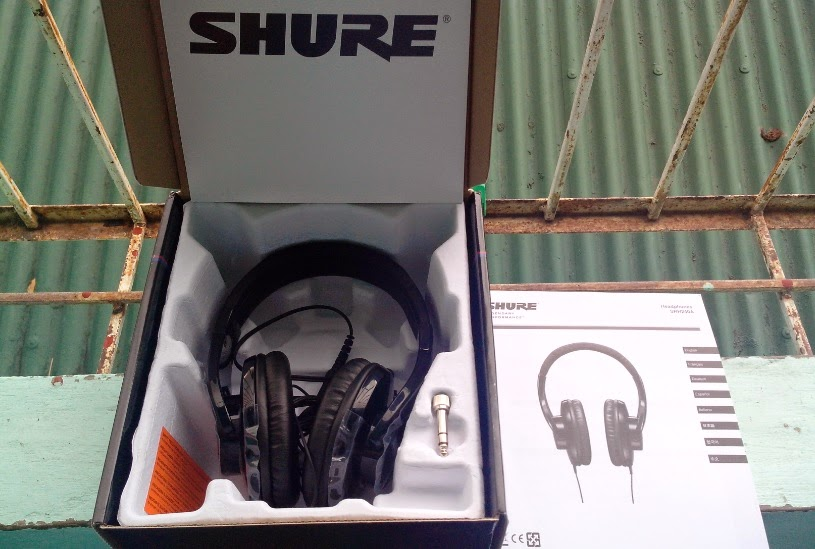 Shure SRH240A Professional Quality Headphones Box Contents