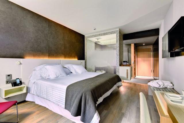 Arredamento design bagno doccia in camera da letto kaldewei for Arredo bagno hotel