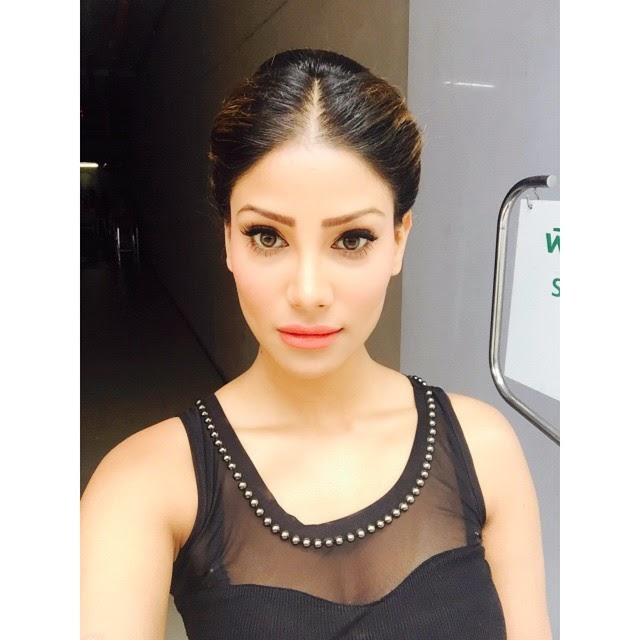 hello beautiful , people :), Nicole Faria Hot face close up selfie images