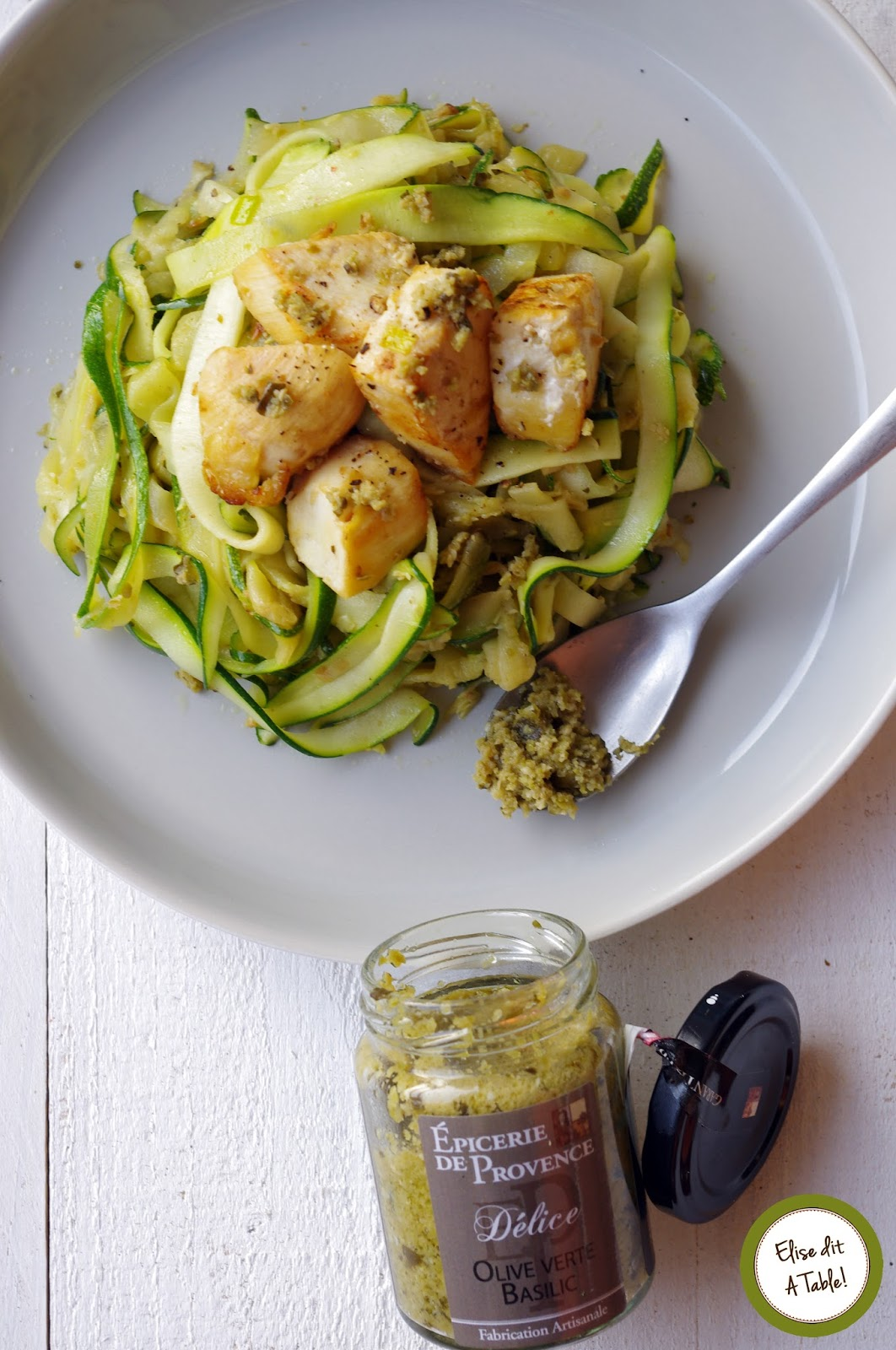 recette tagliatelles courgette et petit poulet la tapenade d 39 olive verte et basilic blog cuisine. Black Bedroom Furniture Sets. Home Design Ideas