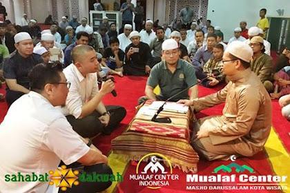 Merinding, Foto-foto Berbondong Non Muslim Masuk Islam! Hikmah Dibalik Penistaan Surah Al-Maida:51 Dan Dipermasalahkannya Surah Al-Ikhlas:3