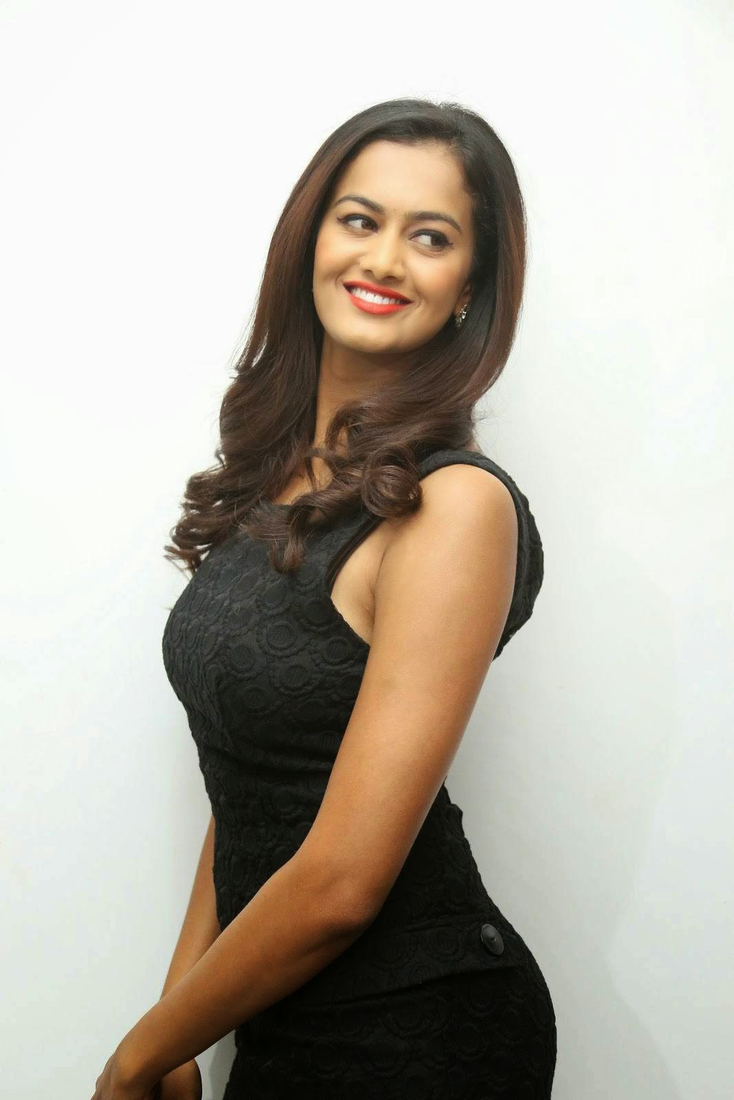 Shubra Aiyappa Wallpapers, Shubra Aiyappa Sexy Hot Figure images in Black Dress