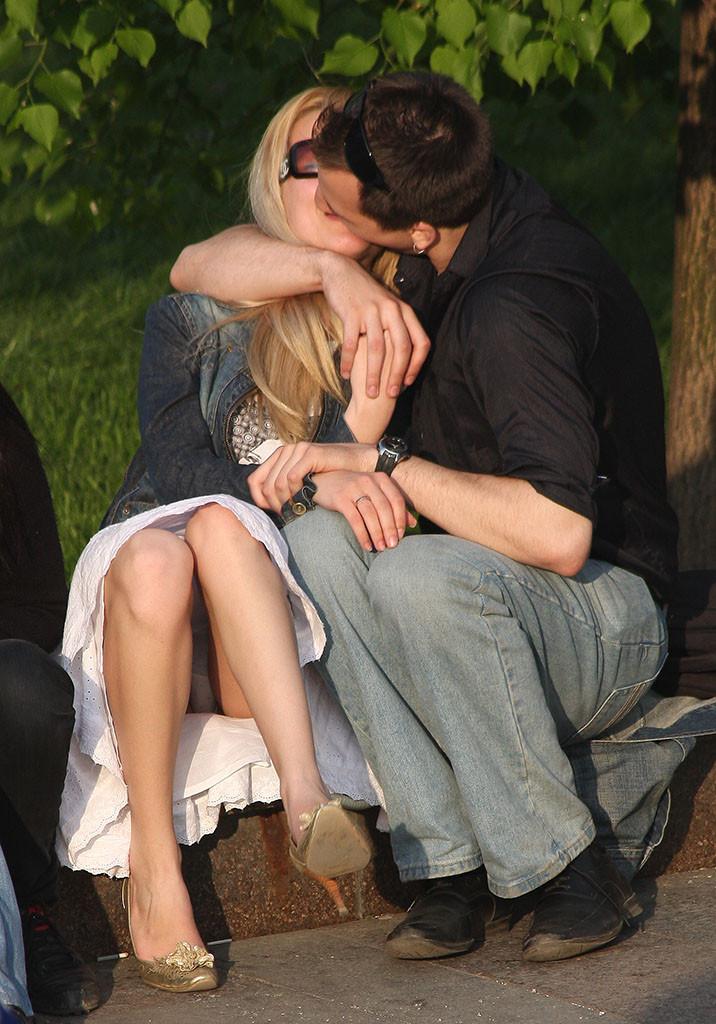 Ебут жену на улице, пустили для секса на стройку