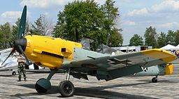Messerschmitt_Bf_109E4 (256px) By Jacobst via Wikimedia Commons