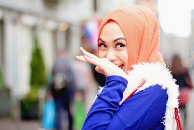 Tutorial Memakai Hijab Segi Empat yang Memikat Terbaru 2016