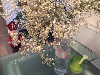 Réalisation du slimeen mélangant eau plus bicarbonate de soude