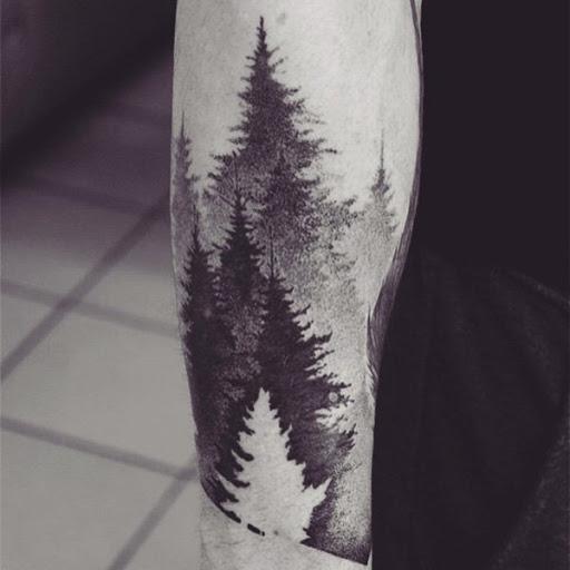 Floresta tatuagens são muitas vezes ótimo para olhar desde que você saiba em algum lugar, lá é realmente um lugar que se parece com ela. Você pode fazer um desenho de uma floresta você já esteve antes.
