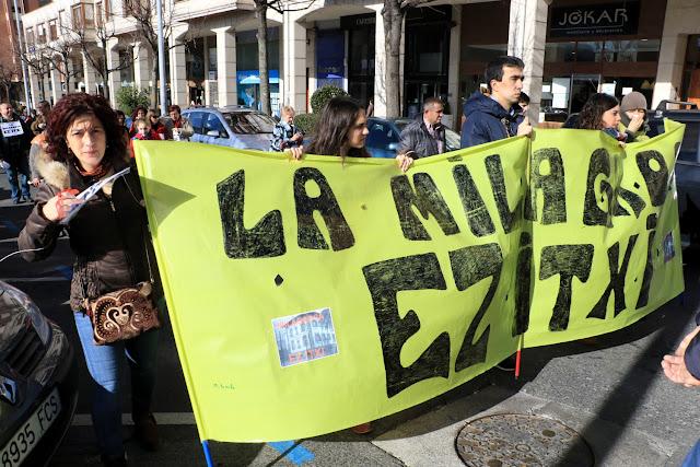 Manifestación de la comunidad educativa de La Milagrosa contra el cierre