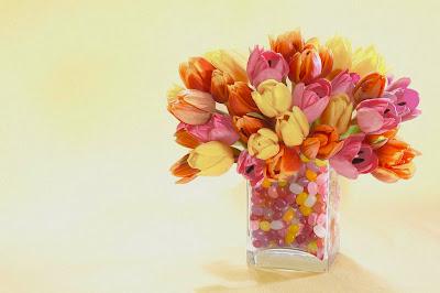 jarron-con-tulipanes-de-varios-colores