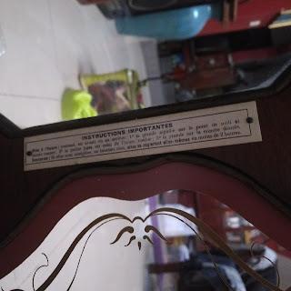 Tem trong thùng đồng hồ Vedette