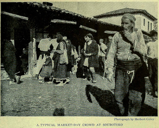 A TYPICAL MARKET-DAY CROWD AT SOUBOTSKO