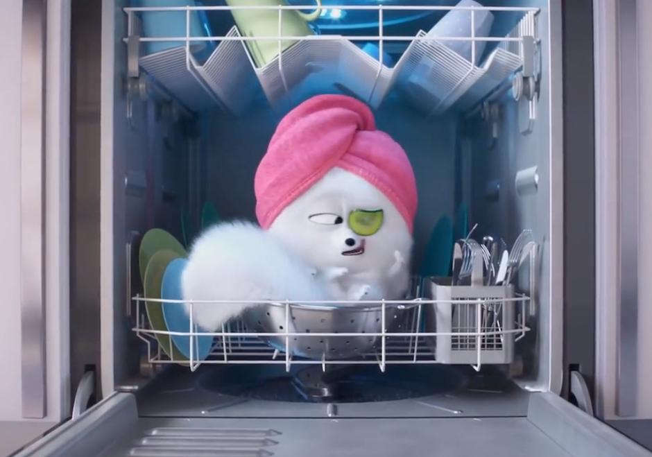 """Chloe ensina Gigi a se comportar como um gato em novo trailer de """"Pets 2"""""""