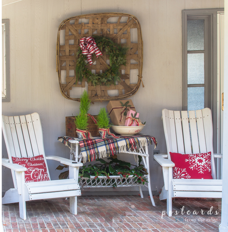 simple christmas front porch decorating ideas postcards from the ridge. Black Bedroom Furniture Sets. Home Design Ideas