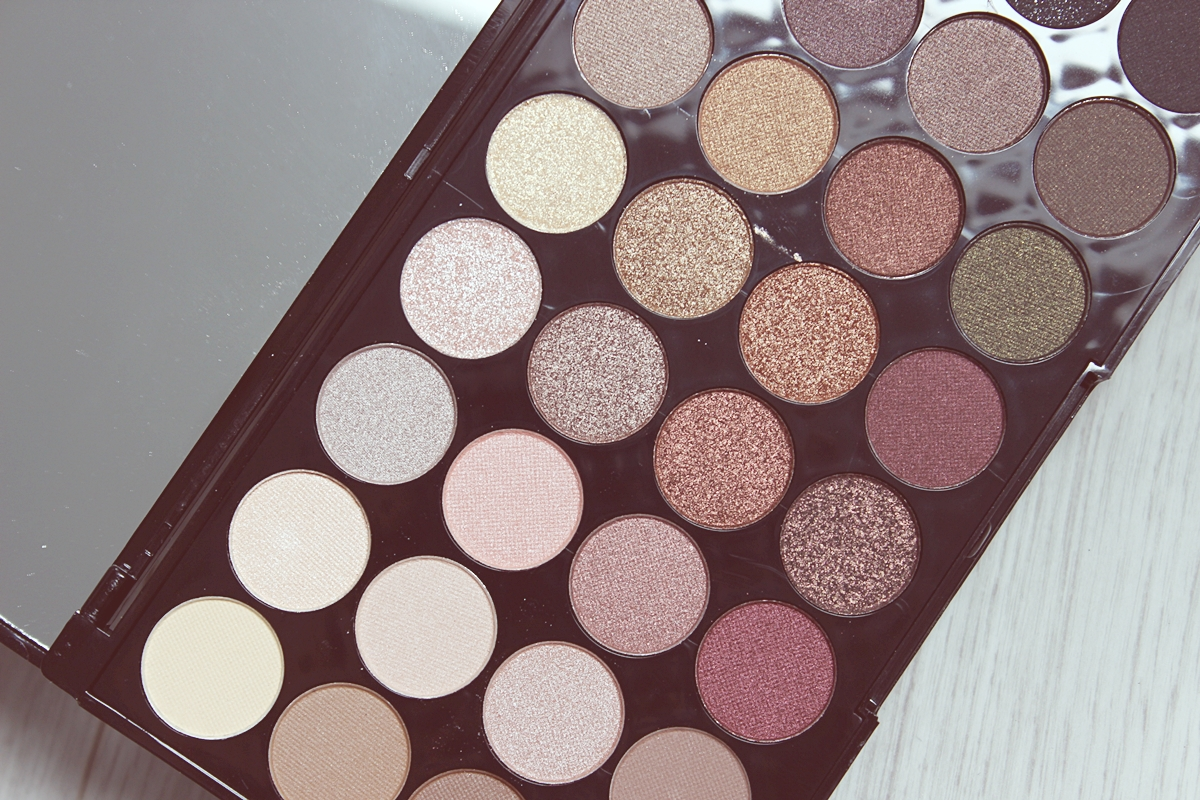 Makeup Revolution Flawless plaetka 32 cieni 2