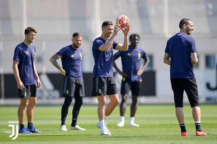 newest 5fe83 5374b One Of Three Players - Cristiano Ronaldo Trains In Nike ...