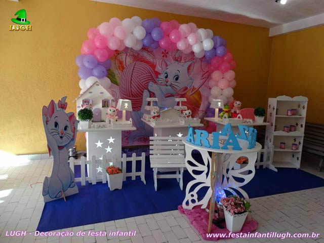 Mesa decorada provençal simples tema da Gata Marie - Festa infantil feminina