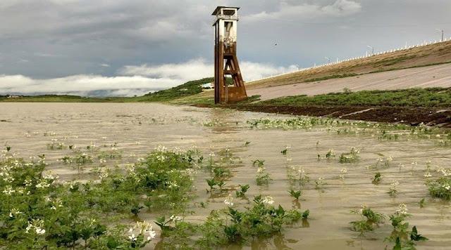 Quase oito horas de chuva em Coremas; açude aumenta recarga...