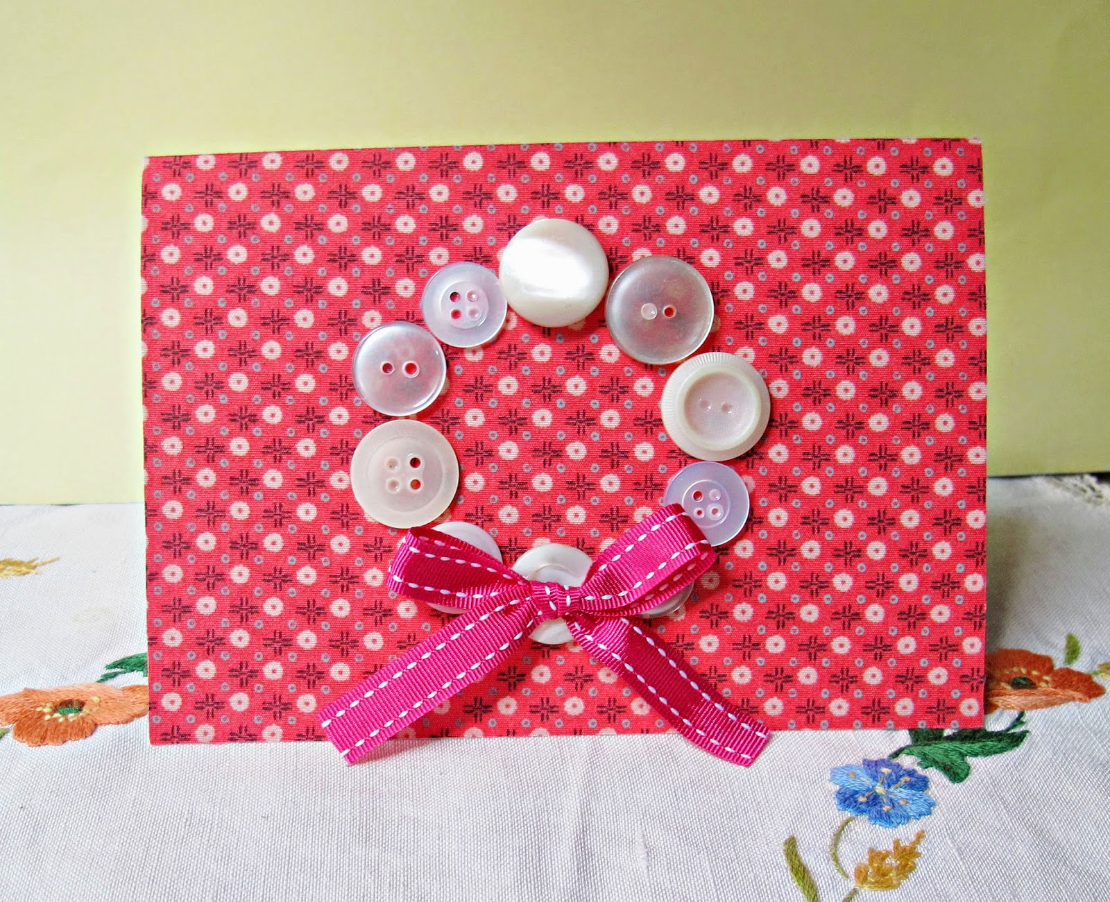 image diy tutorial button christmas wreath fabric card ribbon bow