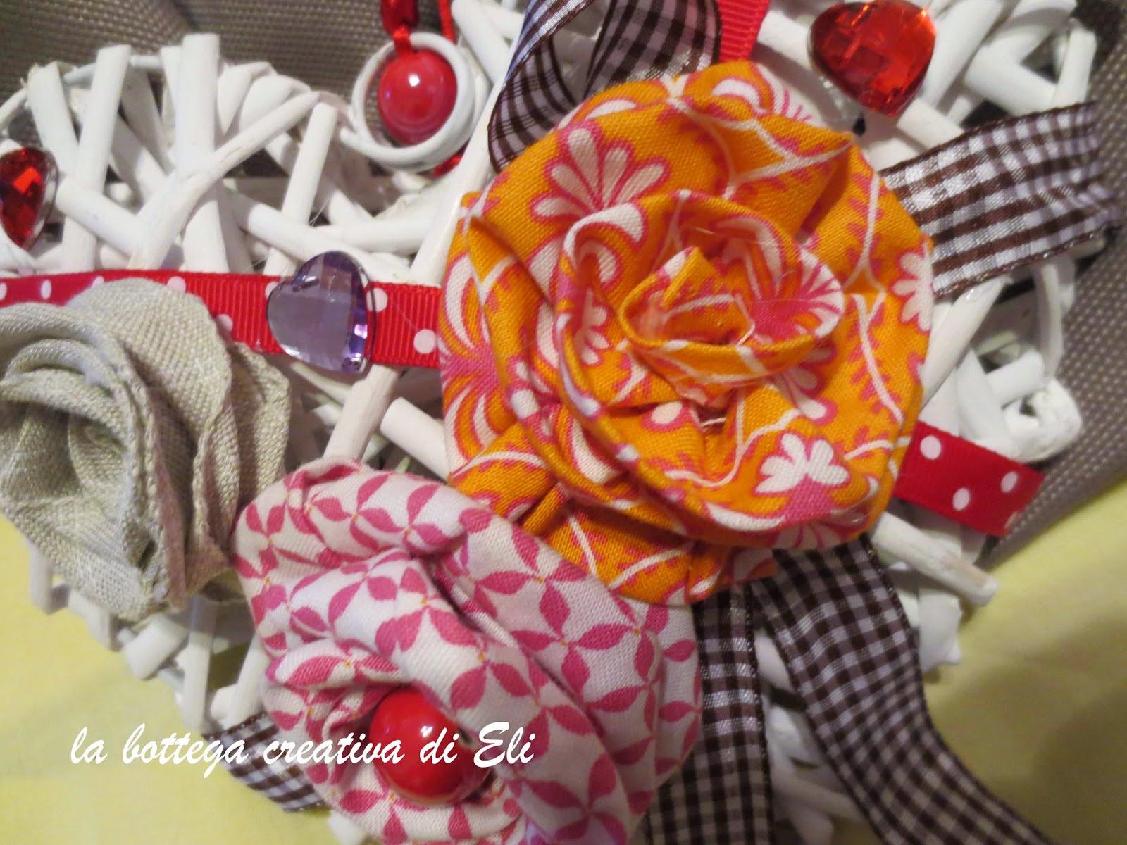 realizzare-fiori-in-tessuto-con-la-tecnica-del-cucito-creativo