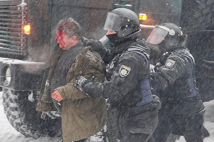 Полицейские задерживали участников палаточного майдана, есть пострадавшие